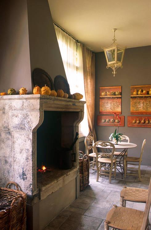 Camino: Sala da pranzo in stile in stile Rustico di Anna Paghera s.r.l. - Interior Design