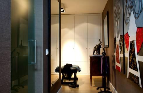 Casa em Open Space: Corredor, hall e escadas  por Pureza Magalhães, Arquitectura e Design de Interiores