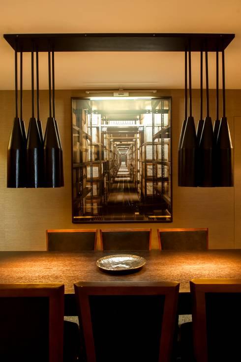 Casa em Open Space: Sala de jantar  por Pureza Magalhães, Arquitectura e Design de Interiores