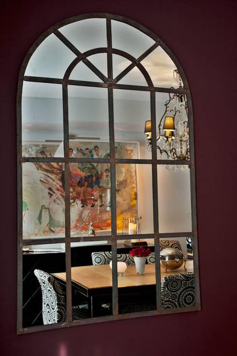 Apartamento em Cascais: Salas de jantar modernas por Pureza Magalhães, Arquitectura e Design de Interiores