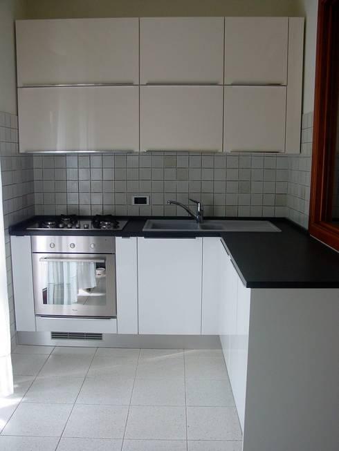 Interior products: Cucina in stile  di Simona Carcano