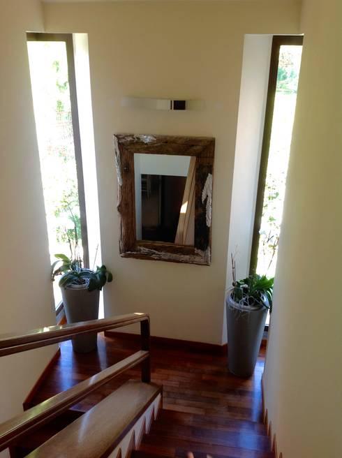 Прихожая, коридор и лестницы в . Автор – Simona Carcano