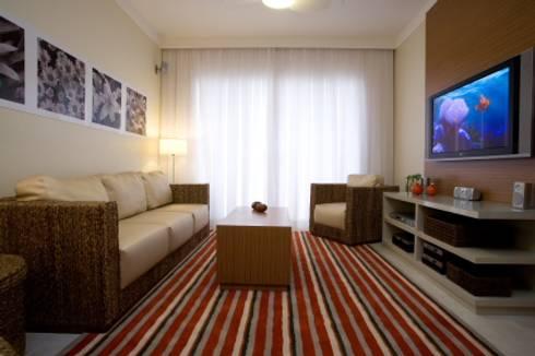 Apartamento Litoral Sul – Brasil, São Paulo: Salas de estar modernas por Arquitetura 8 - Ana Spagnuolo & Marcos Ribeiro