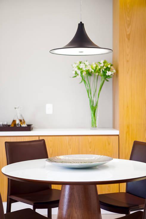 Comedores de estilo  por Casa 27 Arquitetura e Interiores