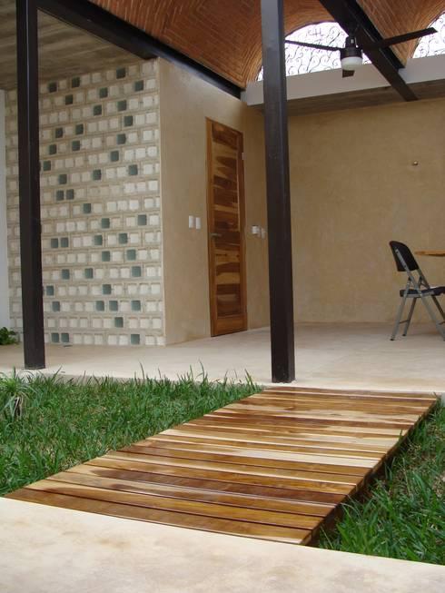 Anexo Castellana: Terrazas de estilo  por Arq Mobil