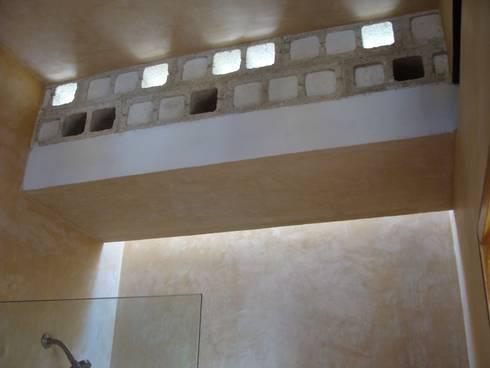 Anexo Castellana: Baños de estilo  por Arq Mobil