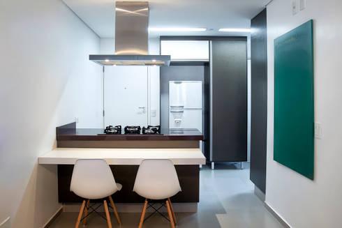 Apartamento 01: Cozinhas modernas por P.B Arquitetura