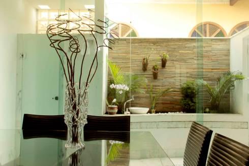 Casa Liberdade: Jardins clássicos por Na Lupa Design