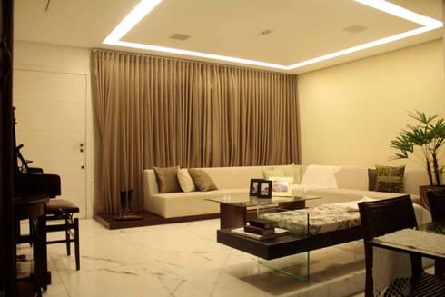 Casa Liberdade: Salas de estar clássicas por Na Lupa Design