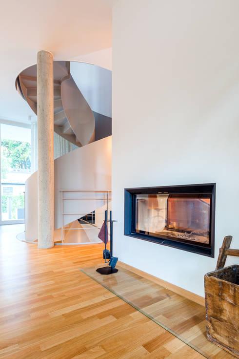 Wohnhaus in Dresden: moderne Wohnzimmer von Hildebrandt Architekten