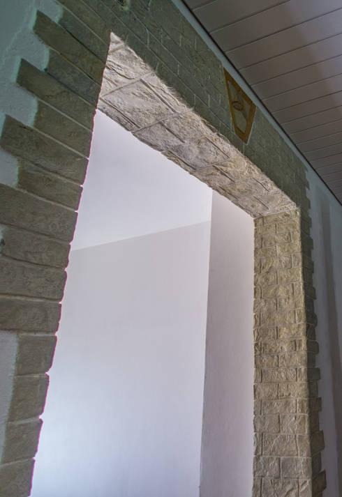 Stylebeton - mineralische Wandgestaltung: ausgefallene Wohnzimmer von Malerbetrieb Maleroy