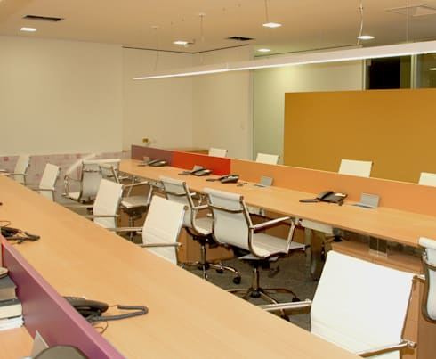 Sala de telemarketing: Espaços comerciais  por Peixoto Arquitetos Associados