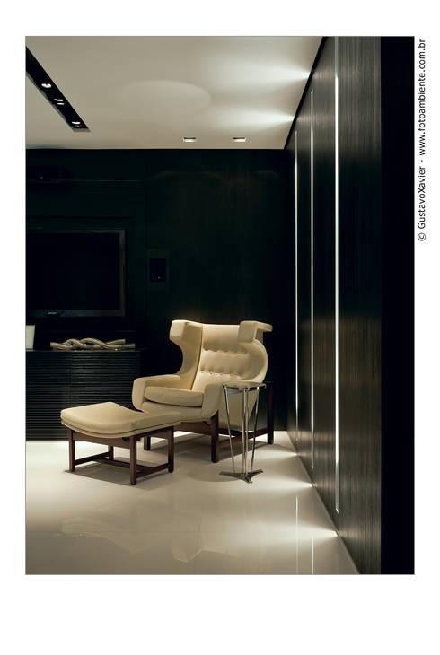 APTO BELVEDERE: Sala de estar  por Cassio Gontijo Arquitetura e Decoração