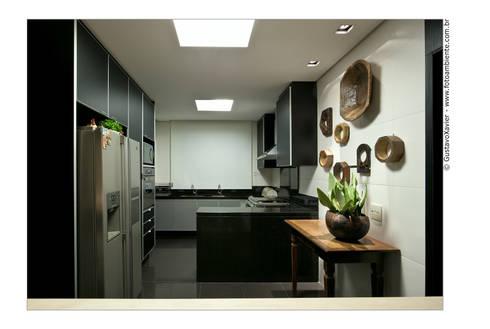 APTO BELVEDERE: Cozinhas modernas por Cassio Gontijo Arquitetura e Decoração