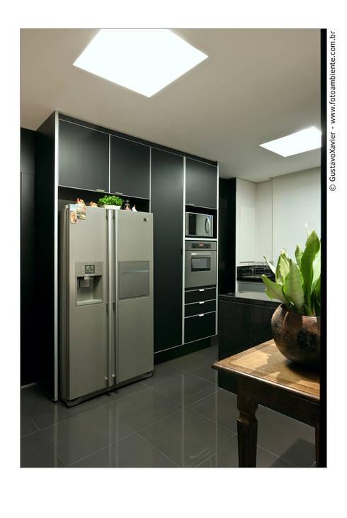 APTO BELVEDERE: Cozinha  por Cassio Gontijo Arquitetura e Decoração