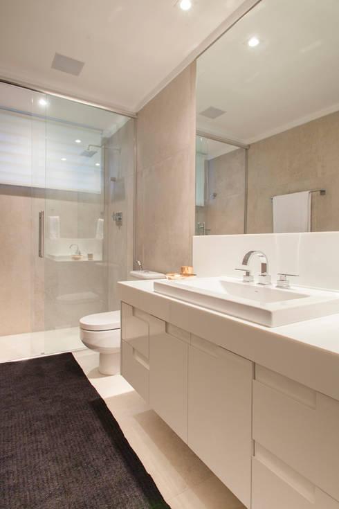 Banheiro : Banheiros  por Deborah Basso Arquitetura&Interiores