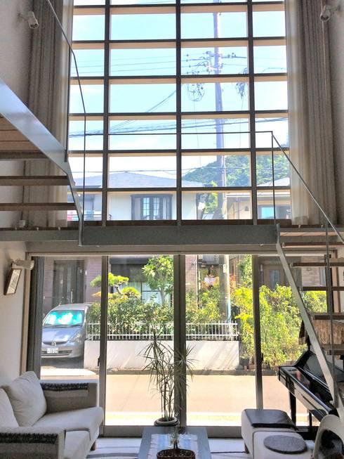 羽鳥の家 House in Hatori : 一級建築士事務所 本間義章建築設計事務所が手掛けた廊下 & 玄関です。