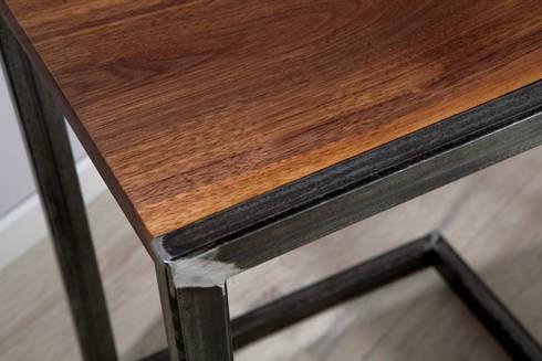 nachttisch beistelltisch aus rohem stahl und massivem walnussholz von rough and ready homify. Black Bedroom Furniture Sets. Home Design Ideas