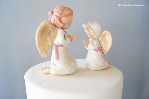 O amoroso topo do bolo de batizado.: Sala de jantar  por Lima Limão-  Festas com charme
