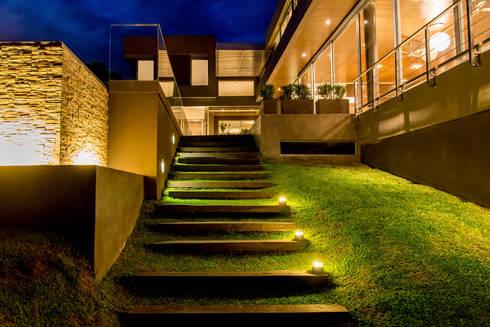 Casa MAS: Casas de estilo moderno por Saez Sanchez. Arquitectos