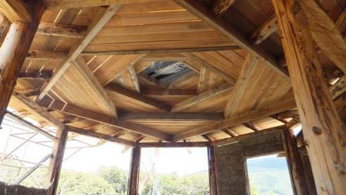 Vivienda TE: Pasillos y recibidores de estilo  por Ecohacer Bioarquitectura y Bioconstrucción