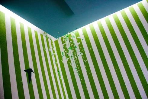 Colgate Palmolive Creative Offices-Mexico: Paredes de estilo  por Elías Arquitectura
