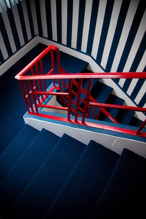 Colgate Palmolive Creative Offices-Mexico: Pasillos y recibidores de estilo  por Elías Arquitectura