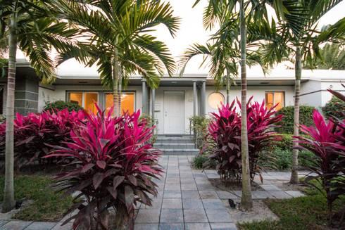 Dilido Island House-Miami 2: Jardines de estilo moderno por Elías Arquitectura
