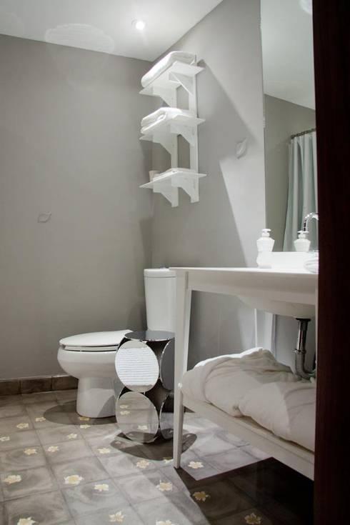 Badezimmer von Elías Arquitectura