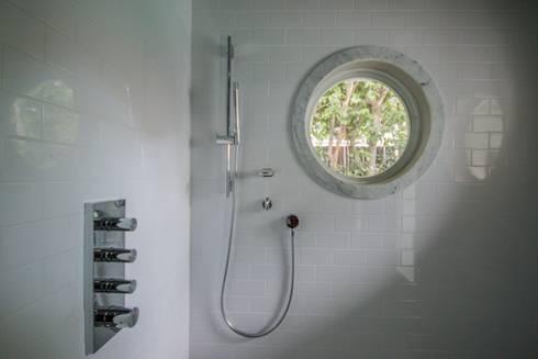 Dilido Island House-Miami 2: Baños de estilo  por Elías Arquitectura
