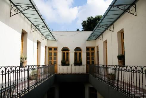 I.K. House Mexico City: Casas de estilo moderno por Elías Arquitectura