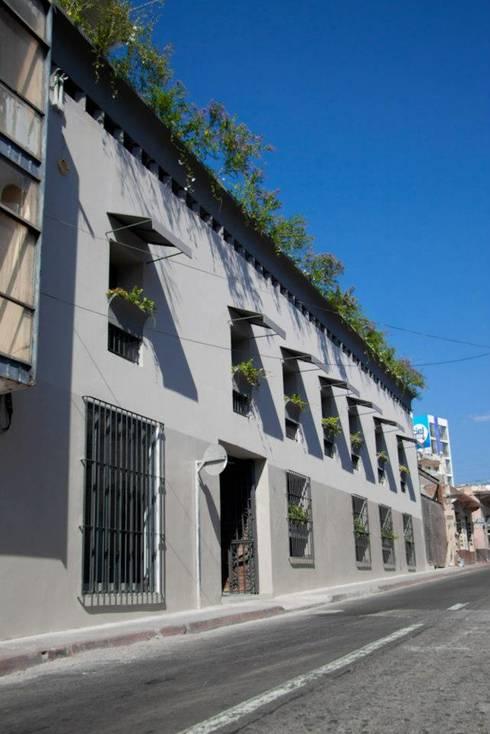 Flor de Mayo Hotel & Restaurant: Casas de estilo moderno por Elías Arquitectura