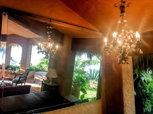 Villa Mía-Zihuatanejo Mexico: Salas de estilo moderno por Elías Arquitectura