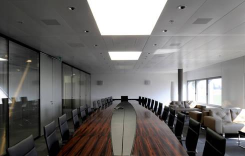 Sala de reunião: Edifícios comerciais  por Peixoto Arquitetos Associados
