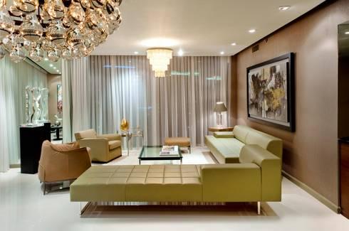 ICON BRICKELL: Salas de estilo moderno por Elías Arquitectura