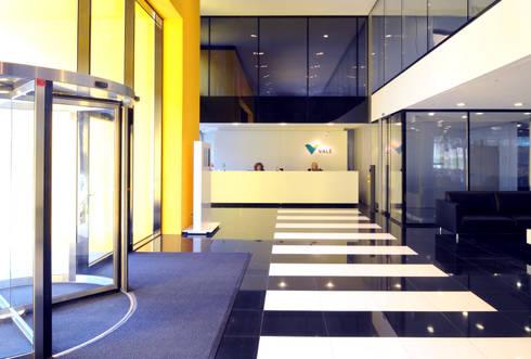 Recepção: Edifícios comerciais  por Peixoto Arquitetos Associados