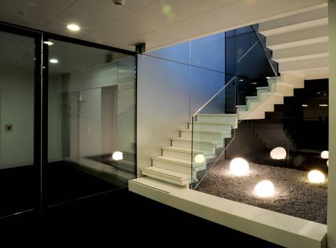 Escadaria: Edifícios comerciais  por Peixoto Arquitetos Associados