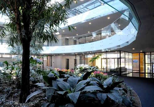 Jardim interno: Edifícios comerciais  por Peixoto Arquitetos Associados