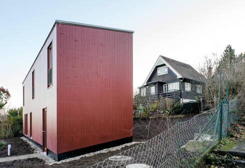 Haus mit einem fenster kleingartenhaus in neustift von for Kleingarten modern