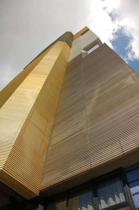 Fachada: Escritórios  por Peixoto Arquitetos Associados