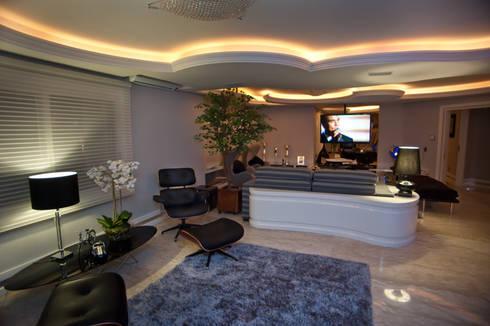 Ousado!: Salas de estar modernas por Paulinho Peres Group