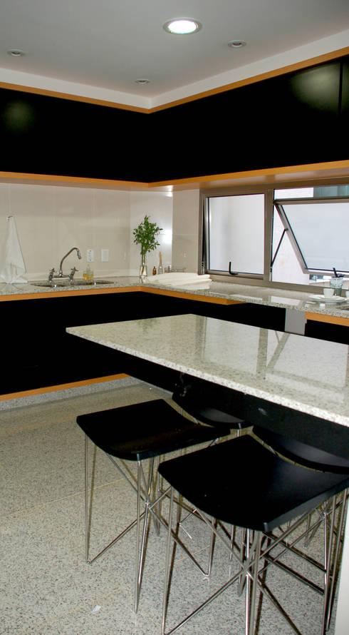 Cozinha: Cozinhas modernas por Peixoto Arquitetos Associados