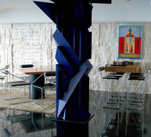 Escultura e Bar: Salas de estar modernas por Peixoto Arquitetos Associados