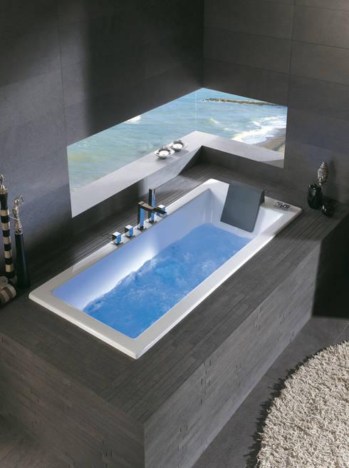 BAÑERAS Y DUCHAS: Baños de estilo moderno de MUEBLES OYAGA