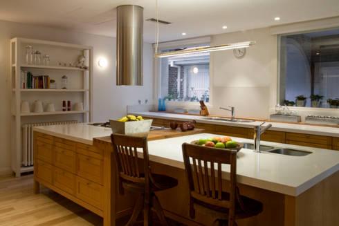 Casa en la Barranca · San Isidro, Buenos Aires · Paula Herrero | Arquitectura: Cocinas de estilo moderno por Paula Herrero | Arquitectura