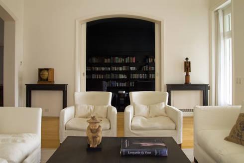 Casa en la Barranca · San Isidro, Buenos Aires · Paula Herrero | Arquitectura: Livings de estilo moderno por Paula Herrero | Arquitectura