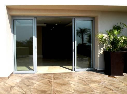 Puertas : Ventanas de estilo  por Productos Cristalum