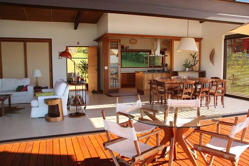 PROJETO CASA DA REPRESA: Salas de jantar campestres por Ambienta Arquitetura