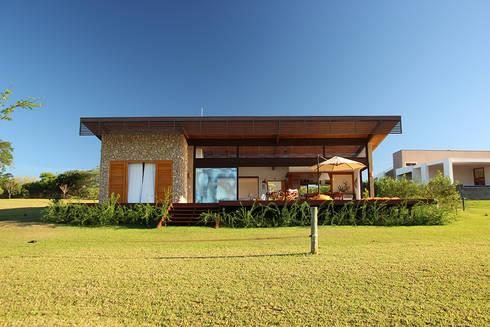 PROJETO CASA DA REPRESA: Casas campestres por Ambienta Arquitetura