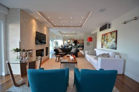 Sala de Estar com lareira: Salas de estar modernas por ARQ Ana Lore Burliga Miranda